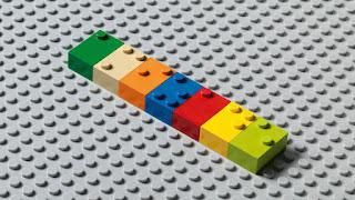 Kaladėlės su Brailio abėcėlės raidėmis
