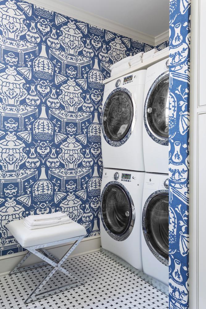 Chinoiserie Chic The Blue And White Chinoiserie Laundry Room