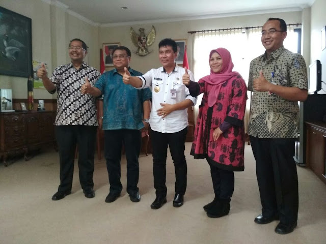 https://berita.satumenitnews.com/2018/01/icon-wacanakan-internet-ke-22-desa.html