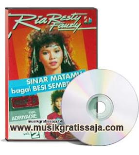 Ria Resty Fauzy - Sinar Matamu Bagai Besi Sembrani (Karaoke)