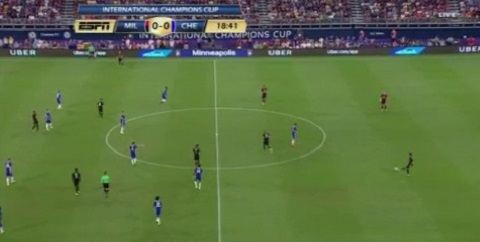 Hàng thủ dâng cao với 2 trung vệ đá thấp nhất dưới thời Montella của AC Milan.
