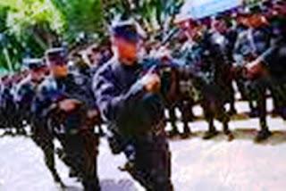 """""""En total han sido 77 las detenciones que hemos efectuado este día en el marco de este gran operativo en donde se ha golpeado la estructura de la organización criminal Mara Salvatrucha"""", declaró en una rueda de prensa el director de la Policía, comisionado Howard Cotto."""