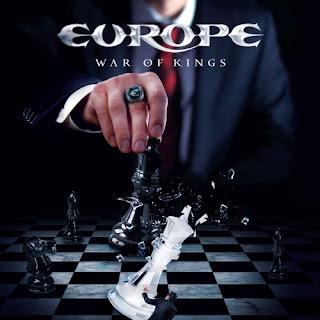 Portada del Lp de Europe de 2015: War of Kings. La imagen muestra a un jugador de ajedrez que golpea con su rey negro al rey blanco