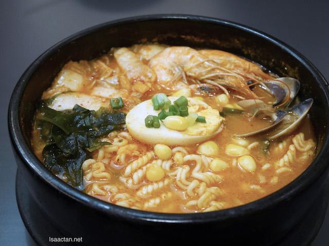 Spicy Seafood Raymeon - RM 19.60 ala carte/ RM 21.90 Set