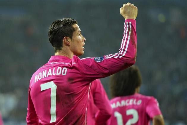Cristiano Ronaldo de nuevo con la camiseta rosa del Real Madrid ante el Schalke 04