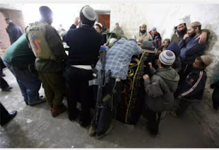 Israeli troops attacked by Palestinians while escorting Jew's to Joseph's tomb