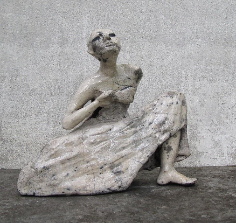 Rzeźba przedstawia tancerkę