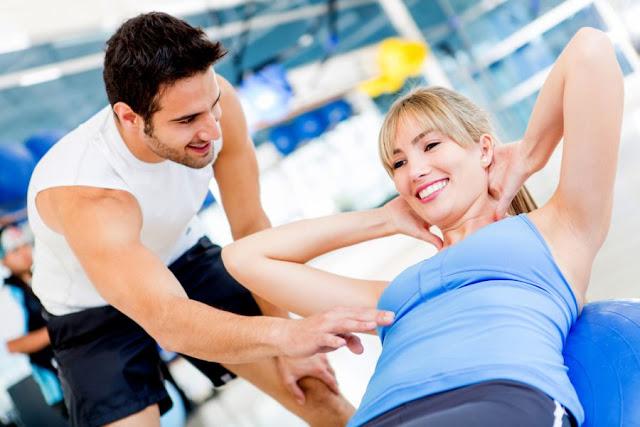 Tem quem vai para a academia com um sorriso no rosto, feliz por estar praticando uma atividade física. Tem também quem vai de cara fechada, mas que sabe da importância