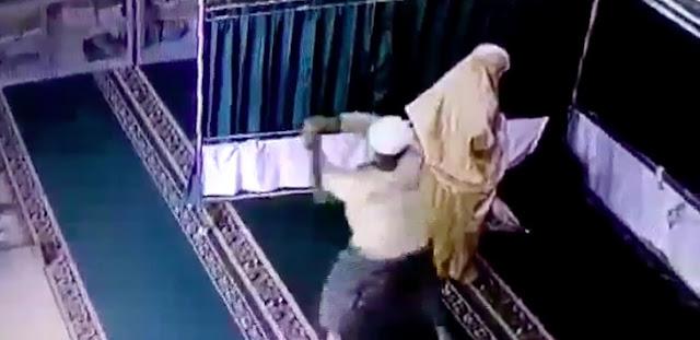 Wanita yang Dipukul Balok Saat Shalat di Masjid Ternyata Mahasiswi