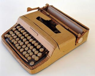 Maquina de escribir de cartón.