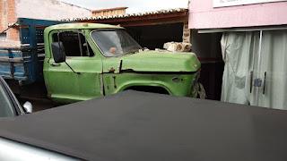 Caminhão desgovernado bate numa residência na Rua Tonheca Dantas em Carnaúba dos Dantas