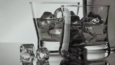 EVITAR CONSUMO EXCESIVO DE ALIMENTACIÓN CONDIMENTADA Y BEBIDAS ALCOHÓLICAS DURANTE PERIODOS VACACIO