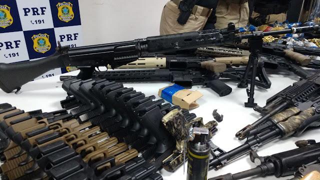 http://vnoticia.com.br/noticia/2463-prf-apreende-mais-de-40-mil-municoes-e-45-armas-entre-fuzis-e-pistolas-na-baixada-fluminense