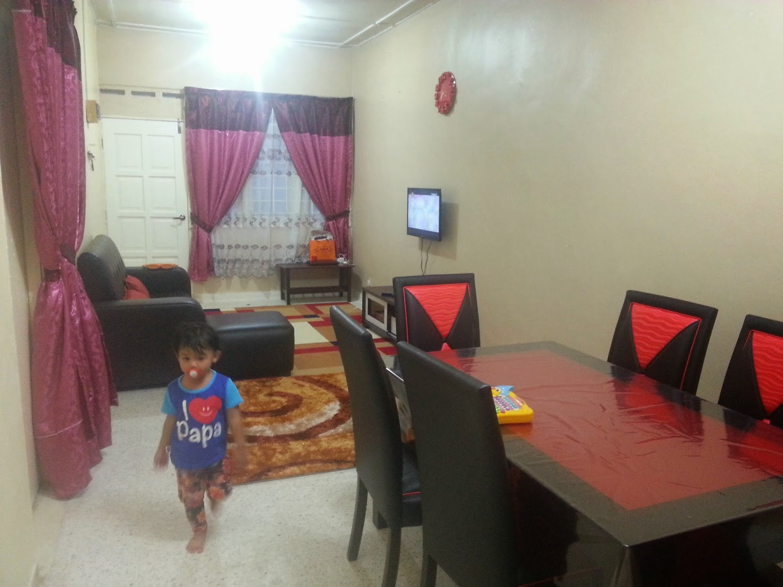 Ni K View Dari Ruang Makan Hurmm Tema Hitam Merah Lagi Siapa Yang Pilih Kan Sayang Sangat Orang Tu Dengan Meja Dia