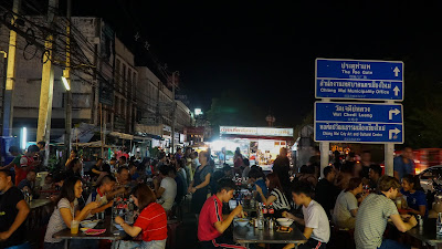 Chang Puak Gate food market