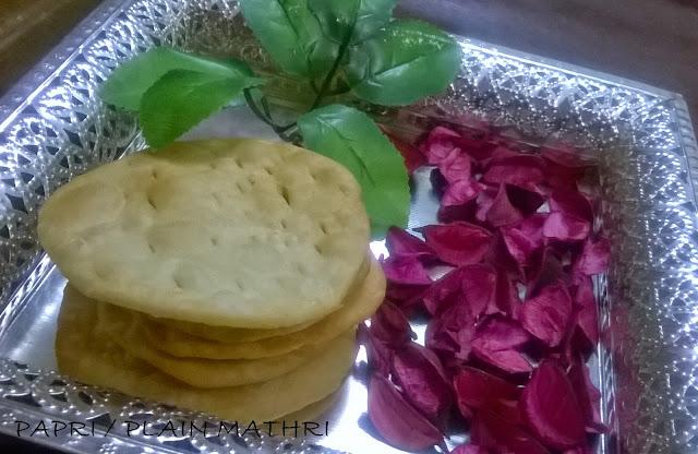 http://www.paakvidhi.com/2015/02/paapri-plain-mathri.html