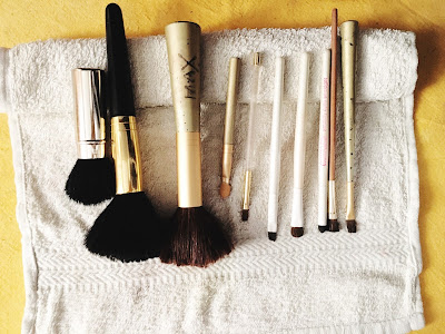 Ioanna's Notebook - The right way to dry your clean brushes