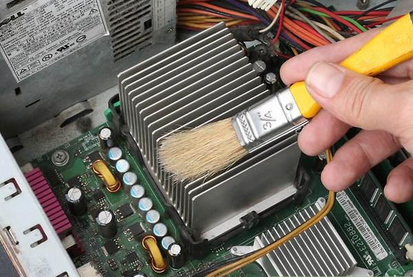طريقة تنظيف جهاز الكمبيوتر من الاتربة بشكل صحيح