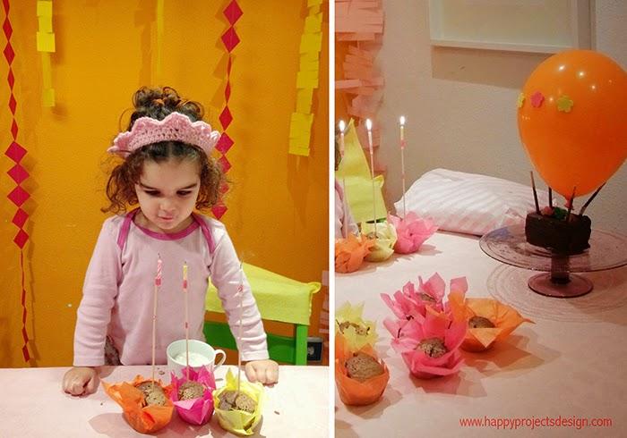 Desayuno fiesta de cumpleaños: cupcakes de chocolate y globo lleno de Lacasitos