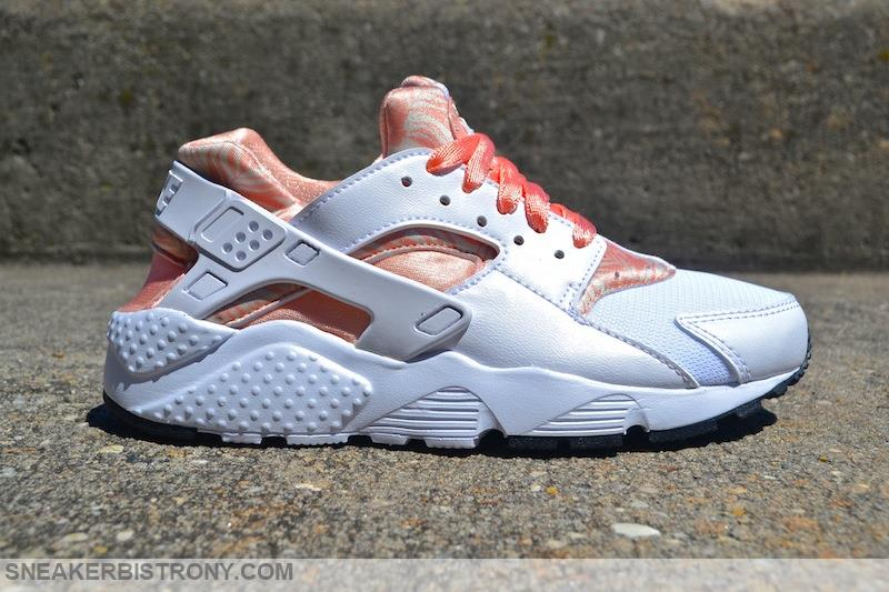 "Nike Air Huarache Run Print GS ""Pearl White/Arctic Orange"""