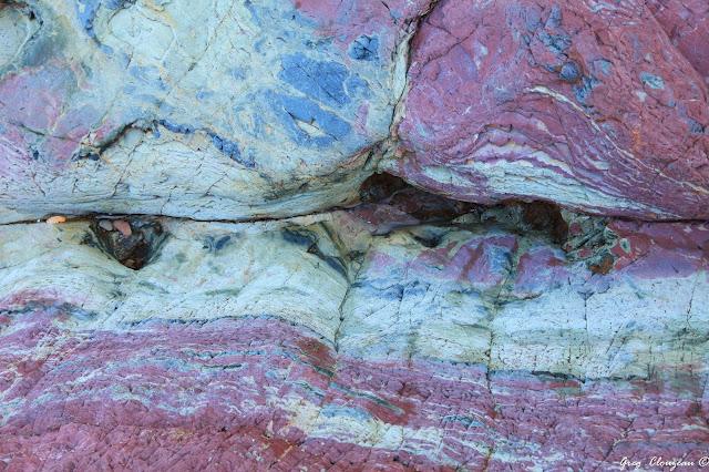 Surprenantes couleurs des différentes couche d'arigilite, Bréhec, (22) Bretagne