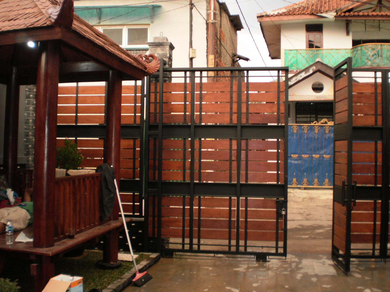 IDEsign - arsitektur: Pagar Rumah Kombinasi Besi dan Kayu