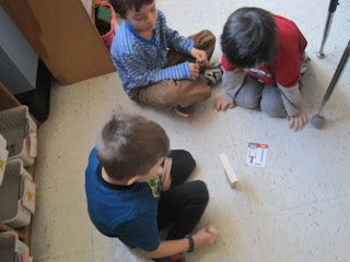 Students building with Keeva Planks