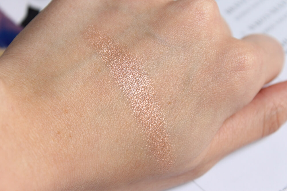 mac soft and gentle highlighter swatch