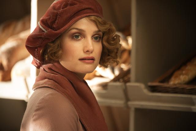 Alison Sudol (Queenie Goldstein) divulgou no Twitter que terminou de filmar 'Os Crimes de Grindelwald' | Ordem da Fênix Brasileira