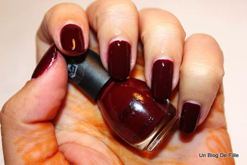 http://unblogdefille.blogspot.fr/2015/01/nail-art-marsala-nailstorming.html