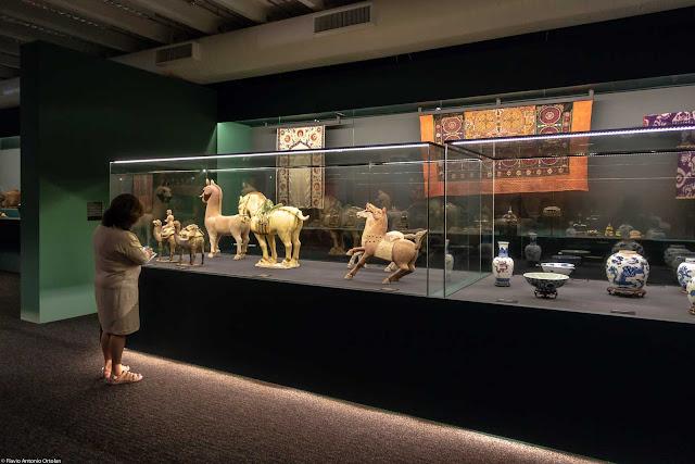 """""""Ásia: a terra, os homens, os deuses"""" - exposição  no Museu Oscar Niemeyer - MON"""