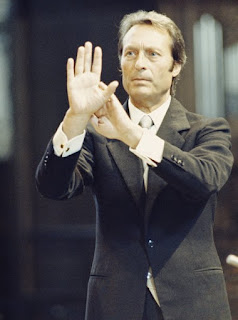 Giulini began his career mainly conducting opera, first for the Rai radio orchestra