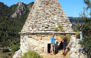 «Παρεκκλήσι», που λατρευόταν έως τώρα από τους «Τούρκους»… τώρα οι Τούρκοι λένε ότι ήταν ο τάφος του αρχαίου Έλληνα διάσημου πυγμάχου Διαγόρα… Εις άγραν τουριστών-αθλητών-χρημάτων…