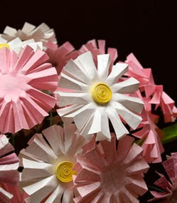 http://translate.googleusercontent.com/translate_c?depth=1&hl=es&rurl=translate.google.es&sl=ru&tl=es&u=http://www.craftstylish.com/item/7326/how-to-make-perfect-paper-daisies&usg=ALkJrhhREUK1xBnT8U9o_v1CsPLhlVnfOg