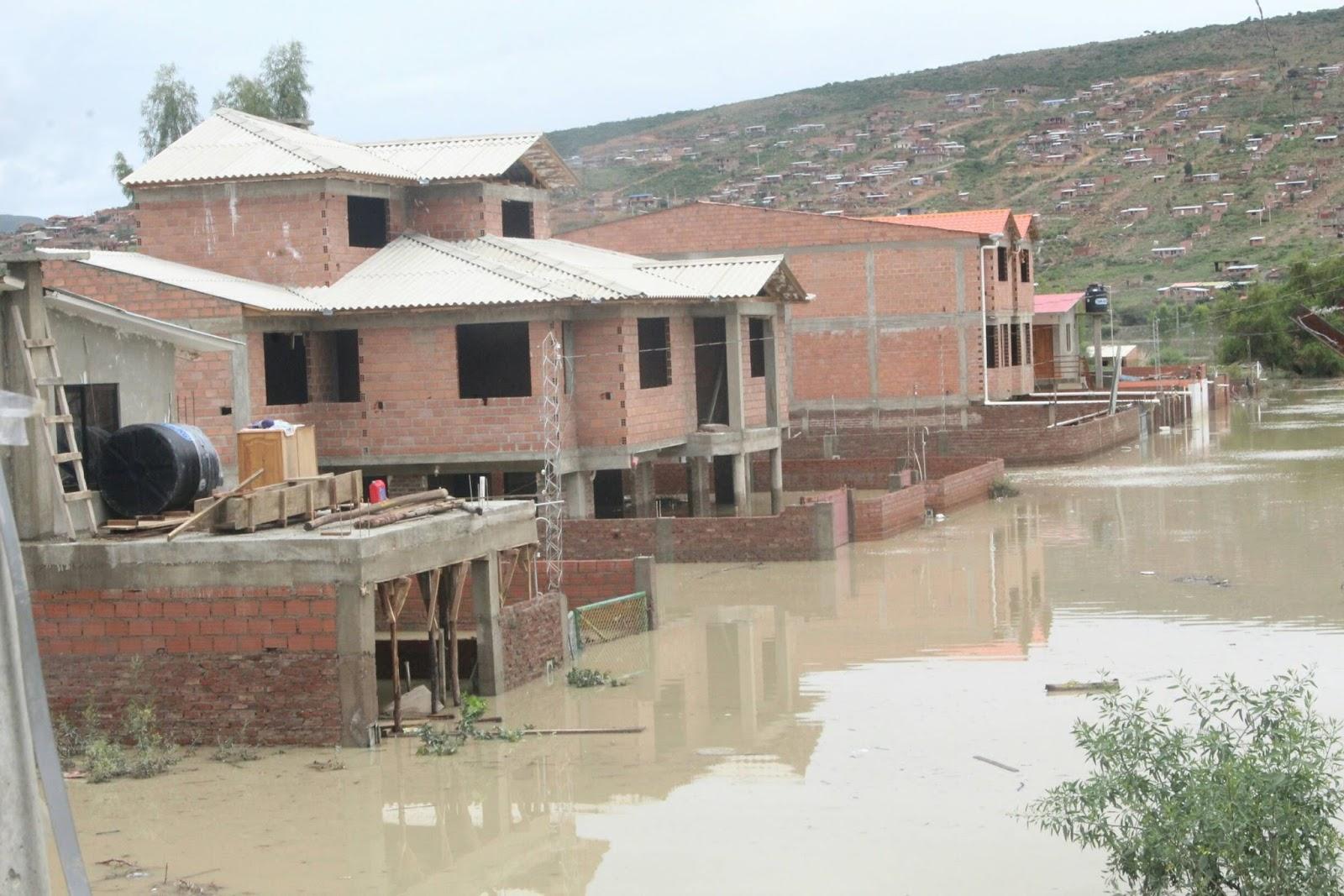 Lluvias azotan a seis regiones del país y provocaron pérdidas materiales / ABI