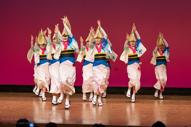 東京新のんき連、セシオン杉並まつりの舞台踊り、女踊りの写真