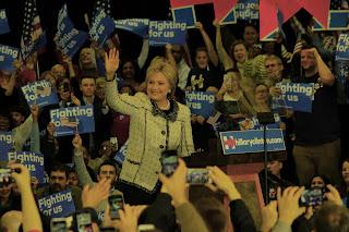 Según el cómputo de votos, Clinton obtuvo anoche el 73,5% del voto, acumulando 39 delegados adicionales en su columna, mientras que Sanders logró el 26%, con un total de 14 delegados.