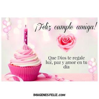 Feliz Cumpleaños Amiga Cristiana Dios te bendiga. Cupcake rosado y rosas