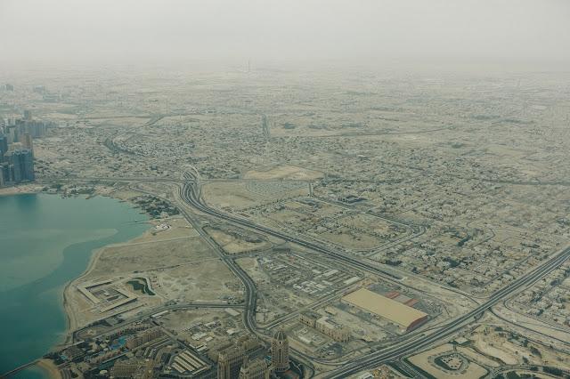 カタール上空