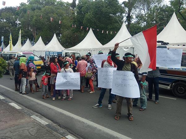 HUT Siantar Dituding Matikan Usaha Kecil, Pedagang Geruduk Kantor DPRD dan Walikota