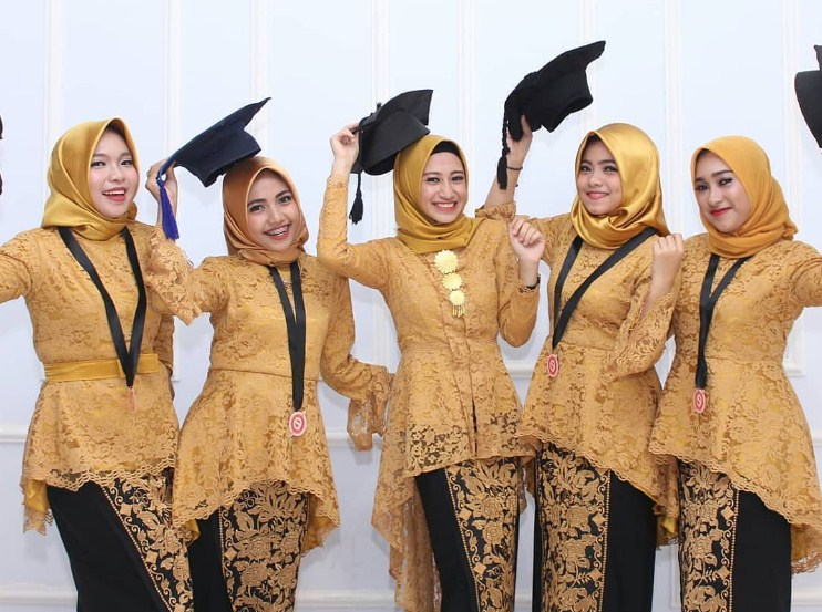 Model Kebaya Wisuda Modern 2019 Model Kebaya Terbaru 2019