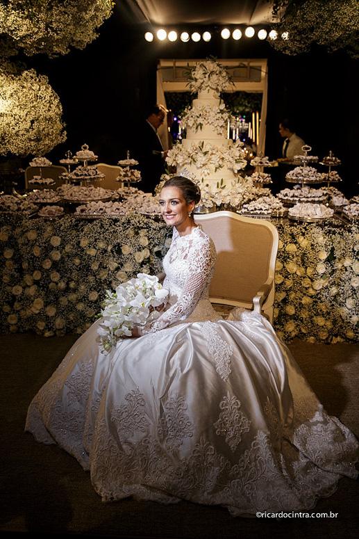 3d25a9a11 Fornecedores do casamento  Fotos  Ricardo Cintra e Lays Cintra Vídeo  April  Vídeo – Daniel Torraca Vestido da noiva  Adriano Martin