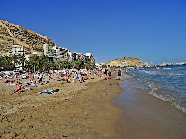 plaża w Alicante, piasek, morze jak wygląda?