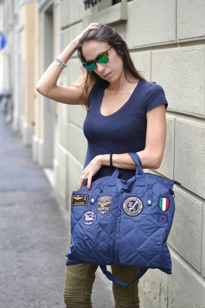 t-shirt blu