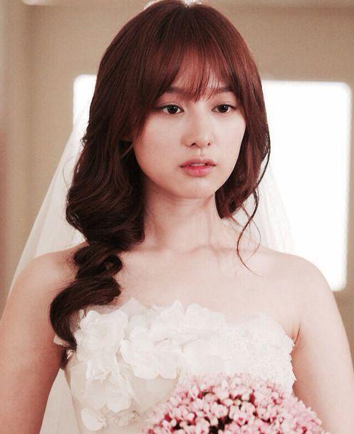 kim ji won curly with pony hairstyle