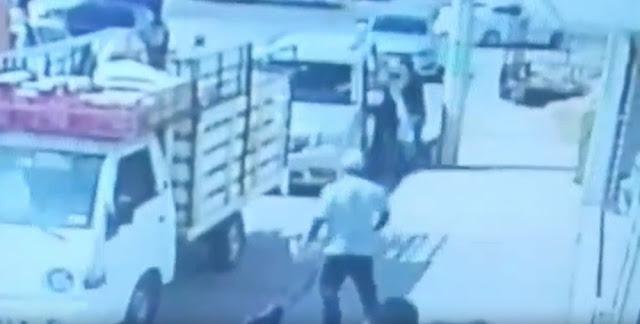 """Video:  Empleados de una mudanza salvaron a un exfutbolista de León de ser secuestrado al enfrentar, con """"balas frías"""", a un grupo de secuestradores"""