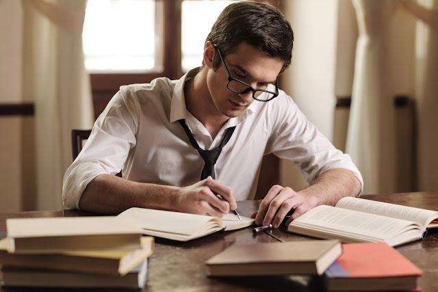 Viết bài luận xin học bổng du học anh