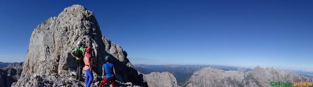 Ruta a Torre Bermeja, Coello, Tiro del Oso y Boada desde el Refugio de Cabrones en Macizo Central de Picos de Europa