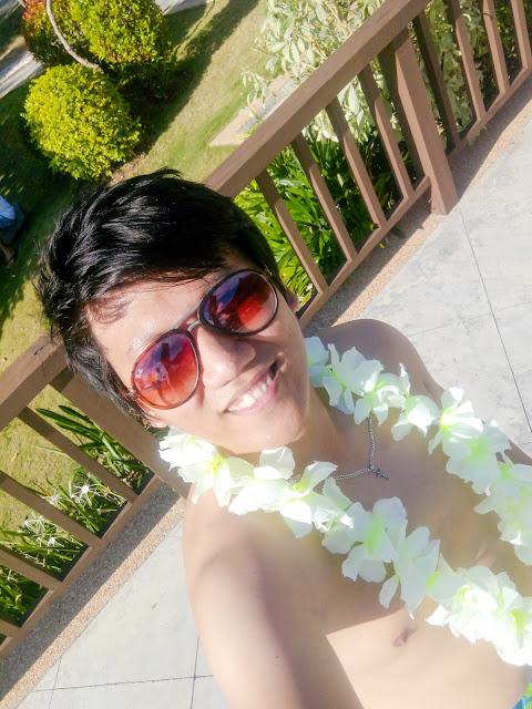 Hawaiian Outfit Selfie
