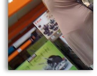 guapa mujer marca tanga vestido pegado